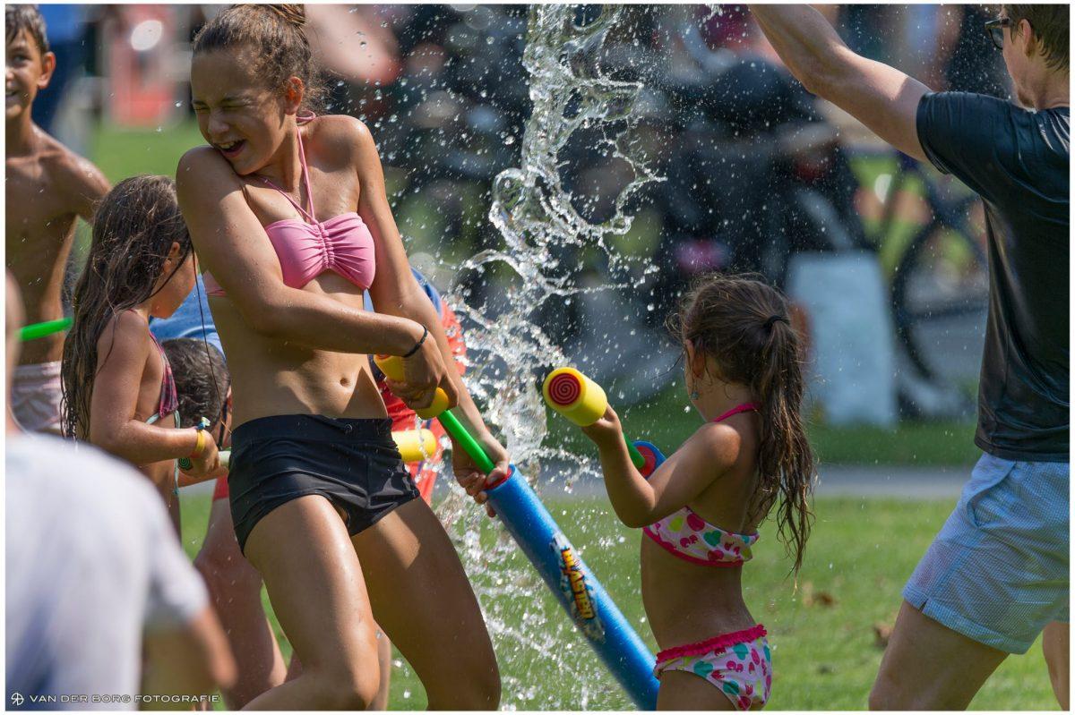 Het 'Mega' Watergevecht leverde prachtige beelden op (video + foto's)